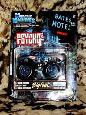 MUSCLE MACHINES MONSTER TRUCK 1/64 DIE CAST FORD BIGFOOT PSYCHO BATES MOTEL