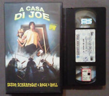 VHS FILM Ita Commedia A CASA DI JOE Sesso Scarafaggi Rock'n Roll mtv no dvd(VH55