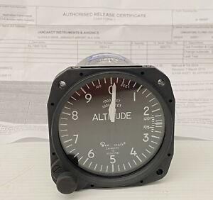United Instruments 5934-3 Beechcraft 58-380069-3 Altimeter mb + P/Work (TN)