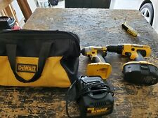 Dewalt Combo Kit 18v Dc759 & Dc825 1 Battery And Charger