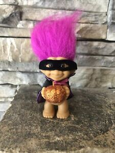 "Russ Grabber Troll Doll! 3 1/2"" Magenta Hair Brown Eyes! Pumpkin Cape Mask! Posa"