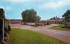 Ashtabula~Wonderful Willow Tree in Lot of Bonny-Dick Motel~1950s Cars~Postcard