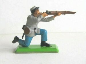 1 x BRITAINS DEETAIL TOYS. 1971 ACW CONFEDERATE INFANTRY. 1/32 SCALE SOLDIER.