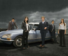 The Mentalist UNSIGNED photo - F937 - Simon Baker, Tim Kang & Robin Tunney