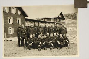 Foto Ak Schweiz, Soldaten in Uniformen
