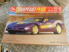 Corvette Indianapolis 500 pace Car 1/25 scale Snapfast Plus AMT / Ertl 30021