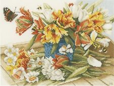 LANARTE  0154325  DAFFODILS and TULIPS  Broderie  Point de Croix  Compté  Aïda
