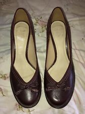 Ladies Clarks Handcrafted Shoes Heels Size 6 Burgundy Never Worn Leather