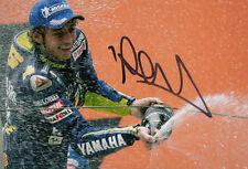 VALENTINO Rossi MotoGP mano firmato YAMAHA FOTO 12X8 podio.