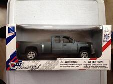 NewRay Chevrolet Silverado 2500 HD Pickup Truck 1:32 diecast grey chevy [CLRFUL]