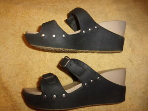 Crocs SANDALS WOMEN'S SIZE: 9