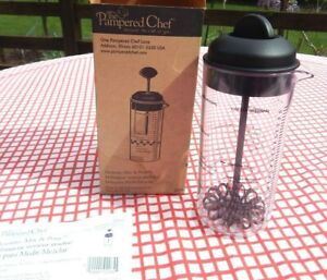 PAMPERED CHEF #2265 - MEASURE MIX AND POUR - SALAD DRESSING - NEW IN BOX #2265