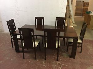 BEAUTIFUL LARGE ITALIAN DARK WOOD VENEERED DINING ROOM TABLE WITH CHAIRS