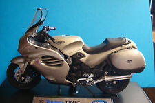 Triumph Trophy 2002   champagne  -   Welly  1:18