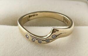 UNUSUAL 9CT GOLD WISHBONE DIAMOND WEDDING/ETERNITY RING, UK SIZE 'H'