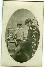 CARTE PHOTO une mère et sa fille pose poupée doll poupon