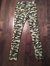 Vero Moda Womens Pants Size S/M  Zip Leggings Camo. c38