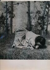 Photographie photo fille femme herbe robe argentique époque v. 1940 Bellon photo