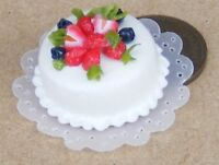 1:12 Scale Round Cake With White Icing Dolls House Miniature Accessory NC28