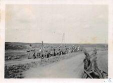 Orig. Foto Wehrmacht Soldaten mit Gefangene Polen Straße Polen Ostfeldzug