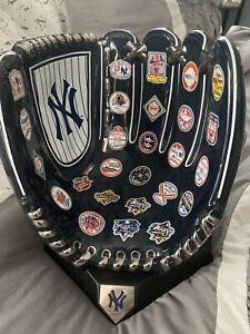 RARE 2009 Danbury Mint New York Yankees Dynasty Ceramic Baseball Glove, NEW