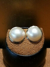 14K yellow gold Round Mabe pearl stud earrings.Ivory.