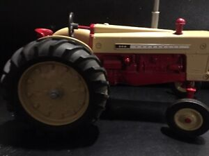 Cockshutt Model 560 Diesel Toy Tractor  1/16 Scale