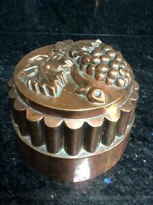 ANTIQUE VICTORIAN COPPER JELLY MOULD / MOLD GRAPES VINE TOP TIN LINED 465 GRAMS
