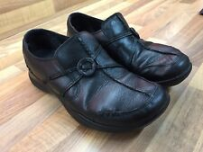 "Clarks Ladies Black Leather slip-on ""Wave Run"" Shoes. Size 5."