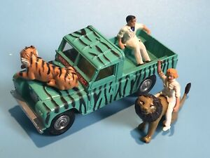 CORGI TOY GIFT SET 14 DAKTARI SAFARI LWB LANDROVER WAMERU ANIMALS & FIGURES RARE