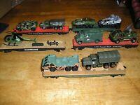HO TRAIN LOT ARMY-5. 5 TYCO MANTUA FLAT CARS WITH ARMY VEHICLES