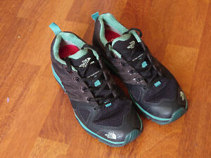 THE NORTH FACE TRAINERS WOMEN'S BLACK + GREEN UK4 US5 WORN A COUPLE OF TIMES