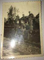 1939-1945 SOLDATS ALLEMANDS EN ACTIONS.  5  PHOTOGRAPHIES.