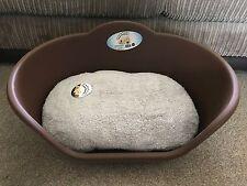 MEDIUM BROWN PLASTIC PET BED CAT DOG BASKET LUXURY GREY FLEECE WASHABLE CUSHION
