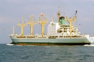 """35mm SLIDE :: MARITIME :  """"RIVER OCI"""" FREIGHTER IN CLOSE-UP"""