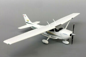 1:72 GeminiJets Cessna 172SP Passenger Airplane Diecast Training Plane Model