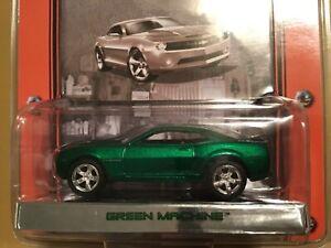 Green Light GREEN MACHINE 2006 Chevy Camaro Muscle Car Garage