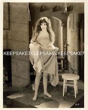 UNKNOWN ACTRESS 1920s? LIFTING DRESS/PETTICOATS LEGGY BAREFOOT PHOTO  A-UKN3