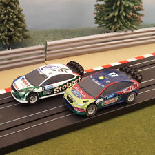 Micro Scalextric Par 1:64 coches-Ford Focus Rally-Abu Dhabi # 4 & Stobart # 7