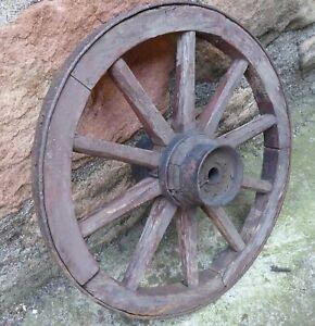 altes Wagenrad aus Hartholz mit Eisenring Durchmesser ca. 35 cm R1