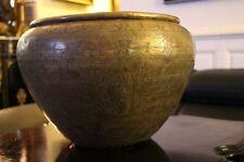 Grand cache pot en cuivre richement décoré Art de l'Islam Moyen-Orient XIXe