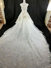 Luxus Brautkleid mit Schleppe, Größe: 38/40.NEU