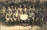 "1.Weltkrieg Echtfoto Privatfoto Soldaten Gruppe ""Kriegs Kegeln Rückenwahn"" War I"