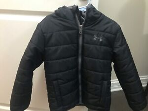 Boys Under Armour ColdGear Black/Gray Zip Up Hooded Puffer Jacket Size 5