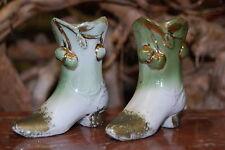 Paire de Vases, souliers, chaussures en porcelaine miniatures.