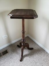 Wood Pedestal Accent  Small Square End/Side Table with Unique weaving top