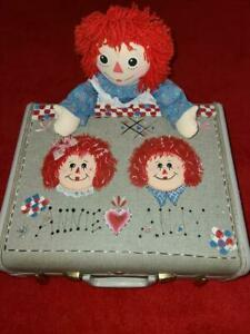 RAGGEDY ANN VINTAGE SAMSONITE HAND PAINTED TRAVEL SUITCASE with ANN!