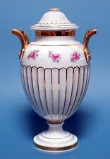 Deckelvase avec anses, forme greque M. vives roses. Furstenberg, demande. 20. e siècle.