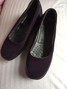 Ladies Cotton Traders Size 6 Dark Purple Slip On Shoes
