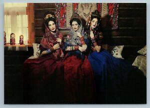 3 RUSSIAN WOMEN Beauty in Folk Peasant House Ethnic Dress Pattern New Postcard